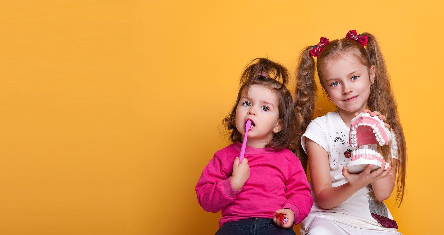 Дети с красивыми и здоровыми зубами