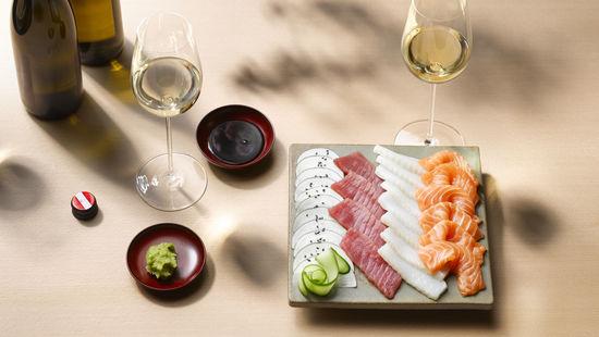 Суші і біле вино