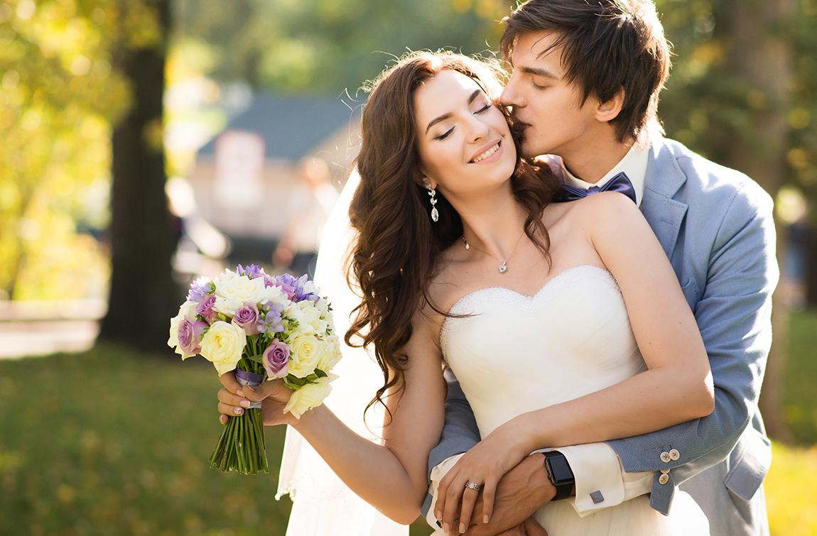 Картина на свадьбу – чем удивить молодоженов