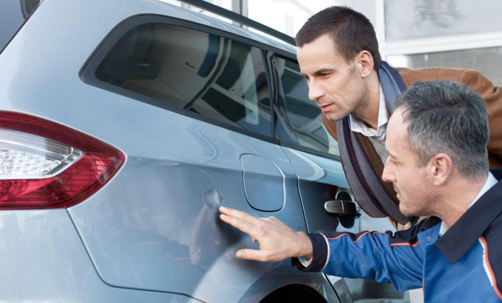 Внешний осмотр кузова машины перед покупкой