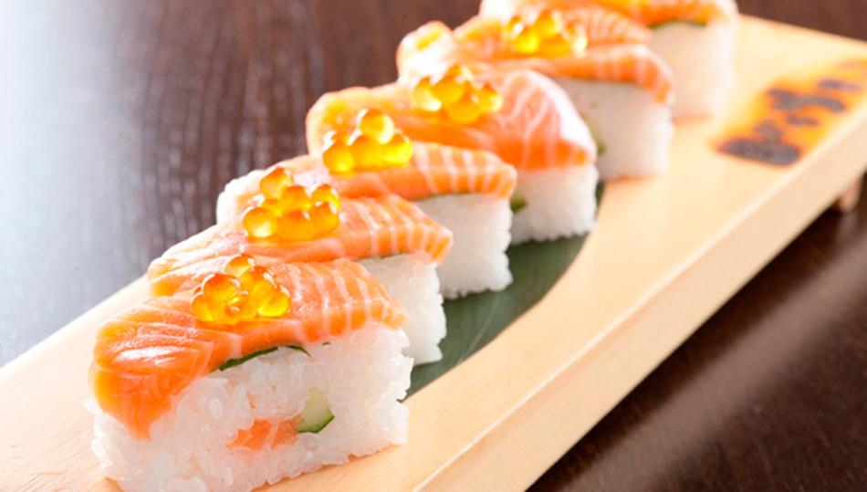 Японская кухня: яркая подача суси (осидзуси)