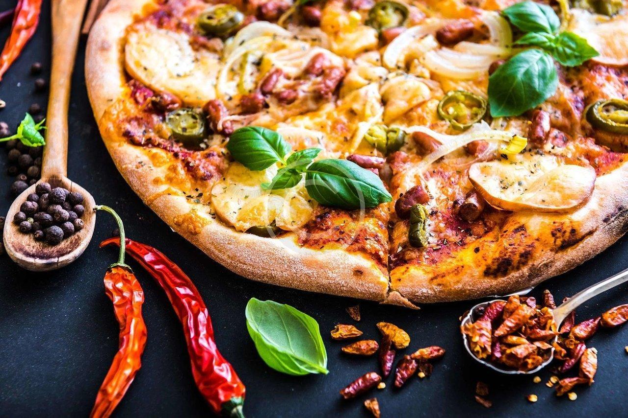 Пицца с корочкой в меню «Pizza Sushi 33»