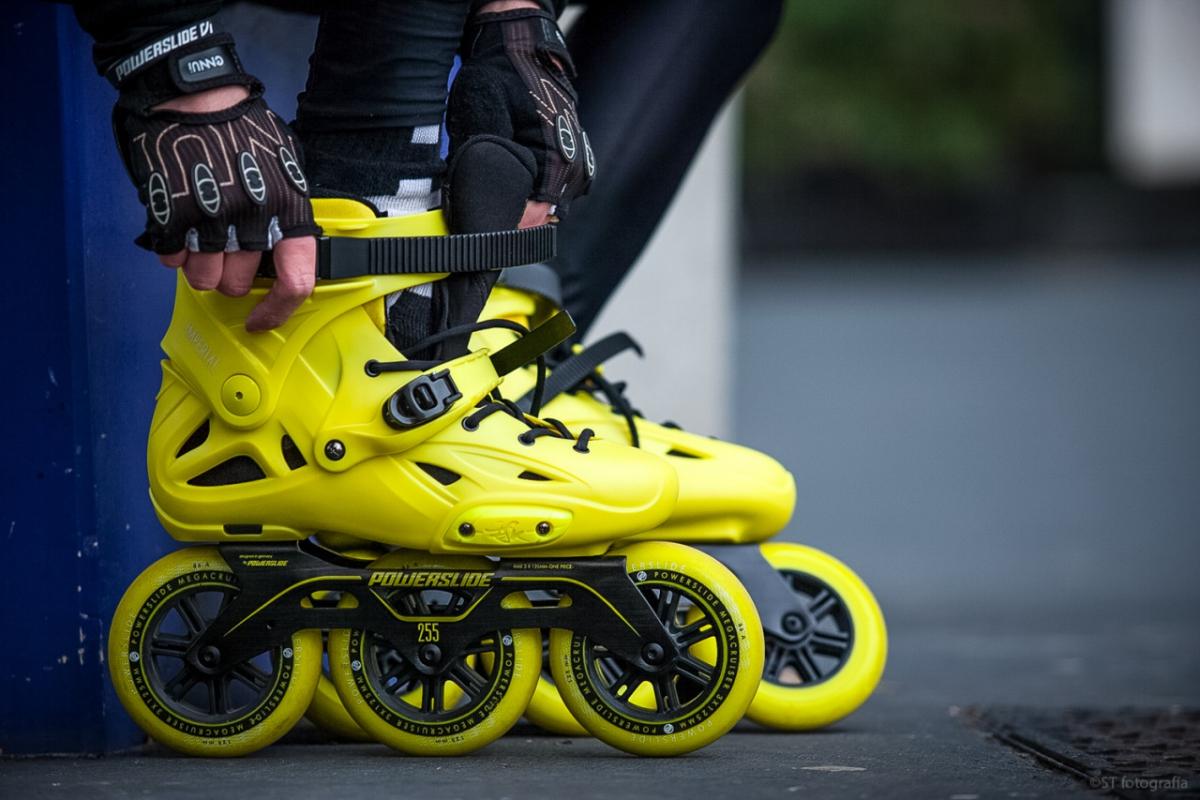 Ролики на больших колесах с очень прочным ботинком