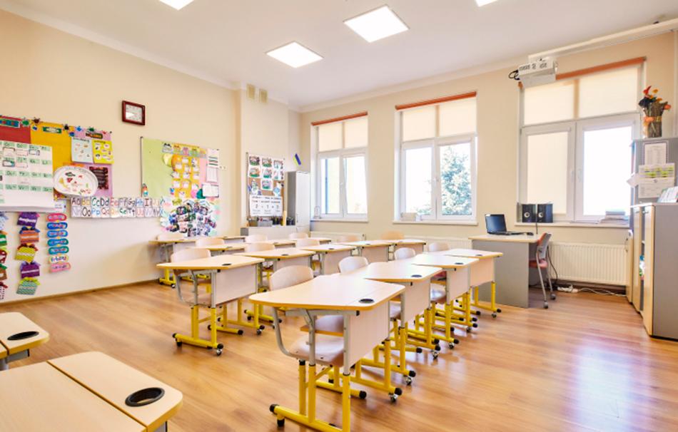 Современный школьный класс частной англоязычной школы Золоче